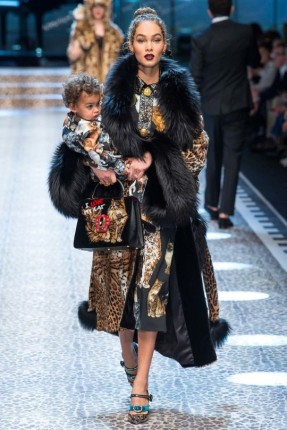 dolce-and-gabbana-aw-17-18-milan-fashion-week-fur-trimmed-coat